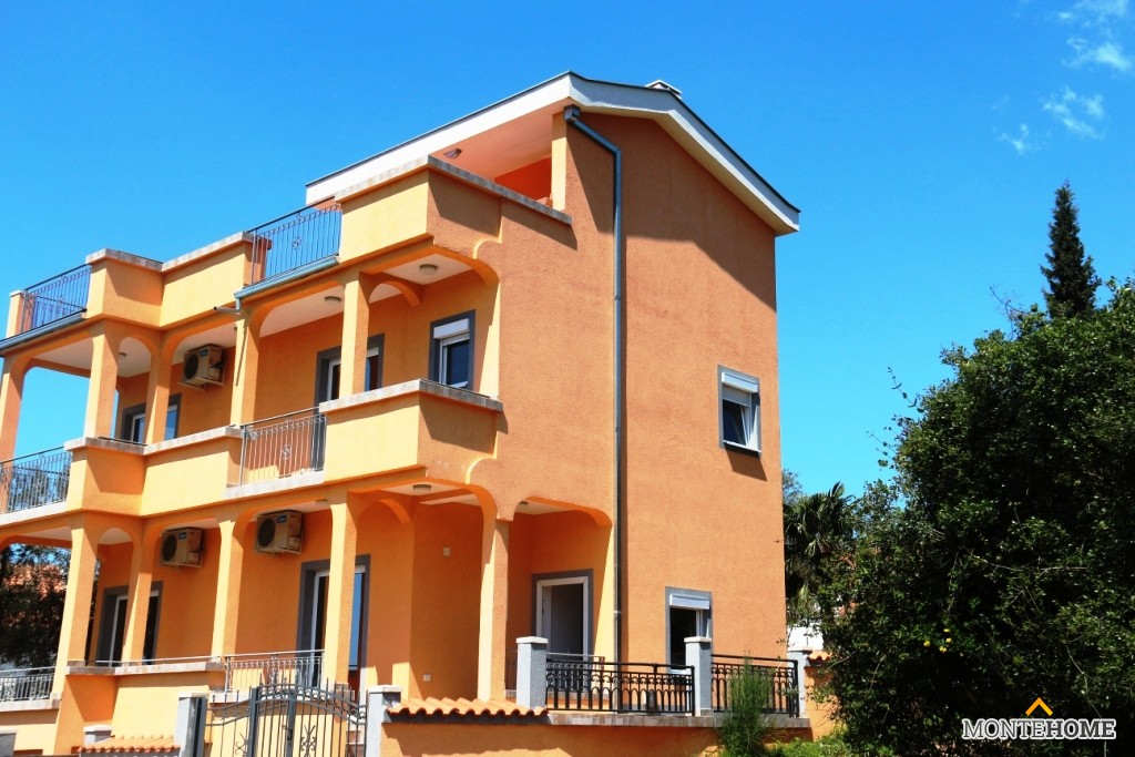 Buy a house in Cuneo on the coast inexpensively